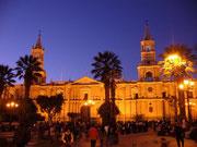 """Arequipa - """"Die weiße Stadt"""" am Abend"""