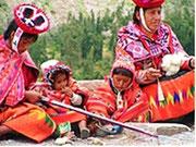 Indigenas beim Weben