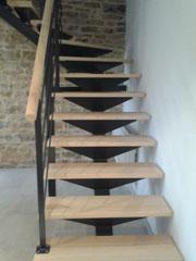 Escalier limon central acier et garde-corps