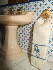 la toalla, hecha por silvia, lleva bordadas nuestras iniciales