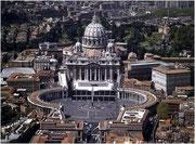 Le Bernin, Colonnade entourant la place devant Saint-Pierre de Rome, Vatican, copyright : M.Lefftz