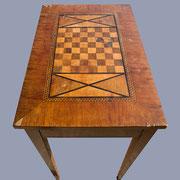 Table de jeu dessus abimé
