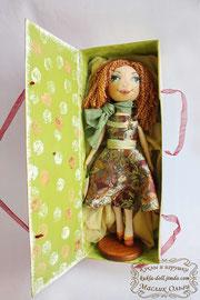 "<img src=""http://kukla-doll.jimdo.com/куклы-галерея/тыквоголовые-куколки/"" alt=""упаковка для куклы коробка 3″ />"