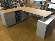 Schreibtisch in Linoleum/grau
