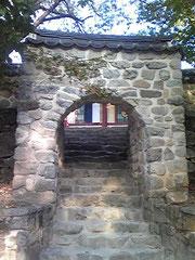 公州の鶏龍山の甲寺にあった石門