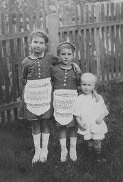 Elli, Liesel u. Ewald in Neuhof