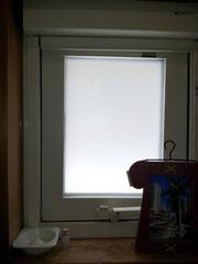 トイレの窓につけてみました