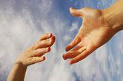 Skupaj si podajamo roko