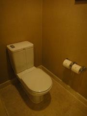 トイレはドア付き