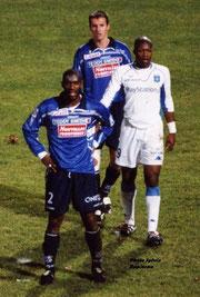 B.Lambourde, F.Jau (SCB) et D.Cisse (Auxerre)