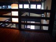 2階収納室から囲炉裏の間を見る