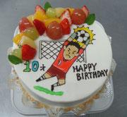 サッカー少年の息子へ両親の気持ちがいっぱい詰まったイラストケーキになりました。