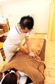 ▲腰の施術の様子