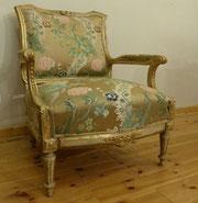 Louis XVI Sessel, weiß-gold gefasst, Polstersessel, Blumenmuster, € 850,00