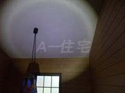 内部天井を確認している状況です。