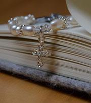 """Armband """"Infinity white"""" mit Kreuzanhänger"""