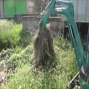 コマツミニショベルの草刈りアタッチメント