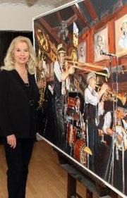 Die Wackernheimer Künstlerin Brigitte Borkott-Gerlach vor einem ihrer Werke. Foto: hbz/Stefan Sämmer