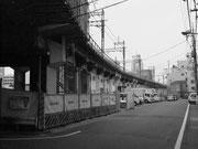 米軍の空襲にも耐え現役の高架橋(田端-赤土間)