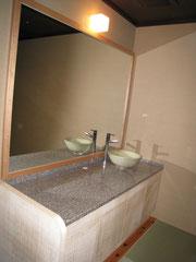 高山・旅館・洗面台