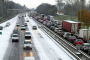 Ville intraversable dès 8h du matin, s'il tombe 2 cm de neige pourtant annoncée la veille !