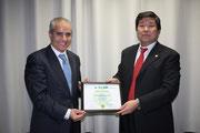 国連生物多様性条約事務局のジョグラフ事務局長とオイスカの永石事務局長