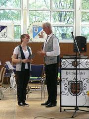 Lena Meiser erhält ihre Urkunde