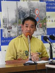 「普天間飛行場の一日も早い返還を」と訴えた佐喜真市長=10日、宜野湾市役所