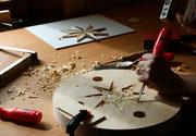 z.B. ein Holzschnitzseminar besuchen...