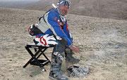 Helly Frauwallner im Kampf gegen unwirtliche Bedingungen im Himalaya. Image: www.gluschitsch.com