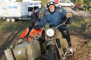 Der ehemalige Endurist Häussler mit einer Zündapp 750 in Wüstentarnung. Image: A. Weber