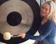 Klangschalen Massage Klang Musik Musiktherapie Atemtherapie Komplementärtherapie Praxis Carol Physiotherapie Carol google Bilder Promotion Gratis T shirt Blau Freude Gesundheit Krankheit Stress Ruhe