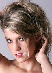 ©SAWImedia S.Willnow - fotolia.com - Hochsteckfrisuren, Frisuren für Partys, Frisuren zum Ausgehen, Fashion Frisuren