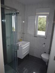 Das Badezimmer in der 2. Parterrewohnung.