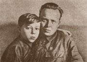 А. Гайдар с сыном Тимуром. 1939 год