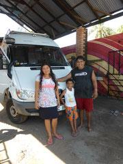 Santi mit Frau und Kind