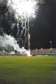 Baseball WM 2009 Feuerwerk mitten im Stadion auf einem Anhänger montiert
