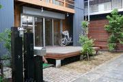 横浜でレンガやアインストーンを使ったテラス、オールドアイアンのフェンスや表札などエクステリアガーデングッズは樹楽屋