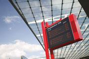 Sie erreichen uns mit den Buslinien 8, 9, 10, 35, 39, 90, 116, 162, 163, 231, 260, 261, 262 sowie E62