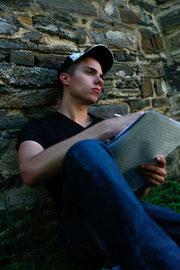 Mal schreibt Paddy PS seine Songtexte im Zimmer, mal draußen in der Natur. Fotos: Tatjana Seibt
