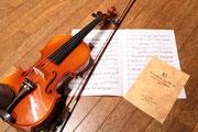 ヴァイオリンと楽譜でDVDの盤面に使う