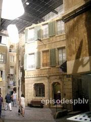 Les studios de tournage du feuilleton Plus Belle La Vie, au pôle Media de la Belle de Mai.