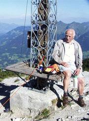 Eugen auf seinem letzten Alpengipfel am Hohen Frassen (1979m) - Lechquellengebirge