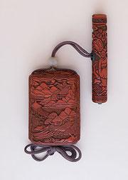 Inro del S.XVIII. Refinado trabajo en laca roja tallada, típico de la escuela Tsuishu.