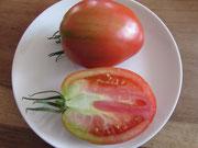 Kleines Ochsenherz, rote, leicht herzförmige Früchte. Bild Bio Gärtnerei Kirnstötter
