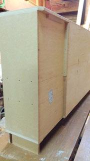 お部屋の凹凸に合わせた背板部分。