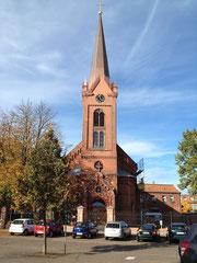 Die neue Turmspitze auf der katholischen Kirche in Wittenberge (© Foto Wieck & Partner). Vergrößern Sie das Bild mit einem Klick darauf.