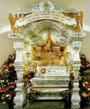 Рака с мощами святой праведной блаженной Матроны Московской в Покровском ставропигиальном женском монастыре.