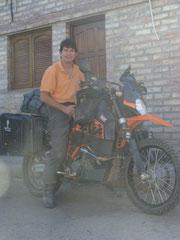 John Hill en su KTM 950 cc