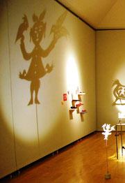 万難を排す女神、「抓髻娃娃(ジュワジーワーワ)」はSARSの時にも室内に貼られたという